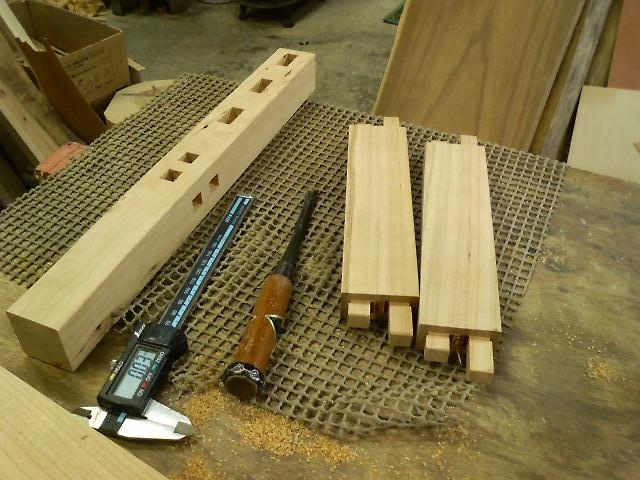 組み立ては全てホゾによる木組みで丈夫です。