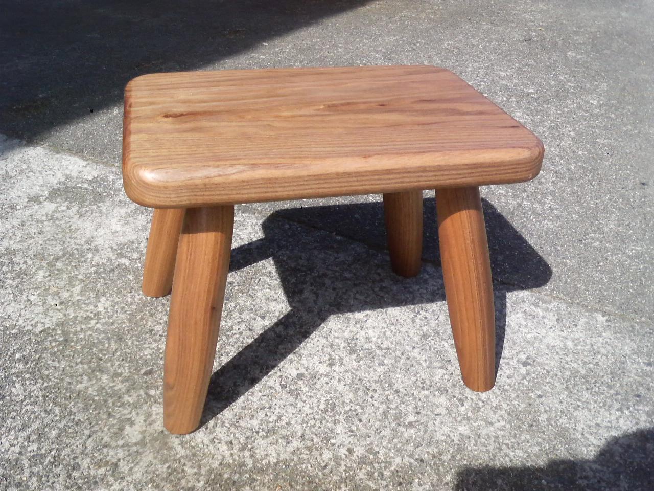 胡桃の子供椅子